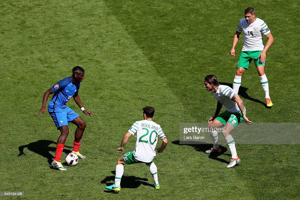 Paul Pogba (1st L) of France competes for the ball against Wes Hoolahan (2nd L), Jeff Hendrick (2nd R) and Jon Walters (1st R) of Republic of Ireland during the UEFA EURO 2016 round of 16 match between France and Republic of Ireland at Stade des Lumieres on June 26, 2016 in Lyon, France.