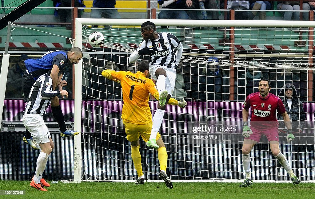 Paul Pogba of Juventus FC (C) and Samir Handanovic of FC Inter Milan #1 compete for the ball during the Serie A match between FC Internazionale Milano and Juventus FC at San Siro Stadium on March 30, 2013 in Milan, Italy.