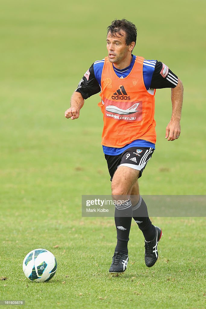 Paul Reid runs the ball during a Sydney FC A-League training session at Macquarie Uni on February 18, 2013 in Sydney, Australia.