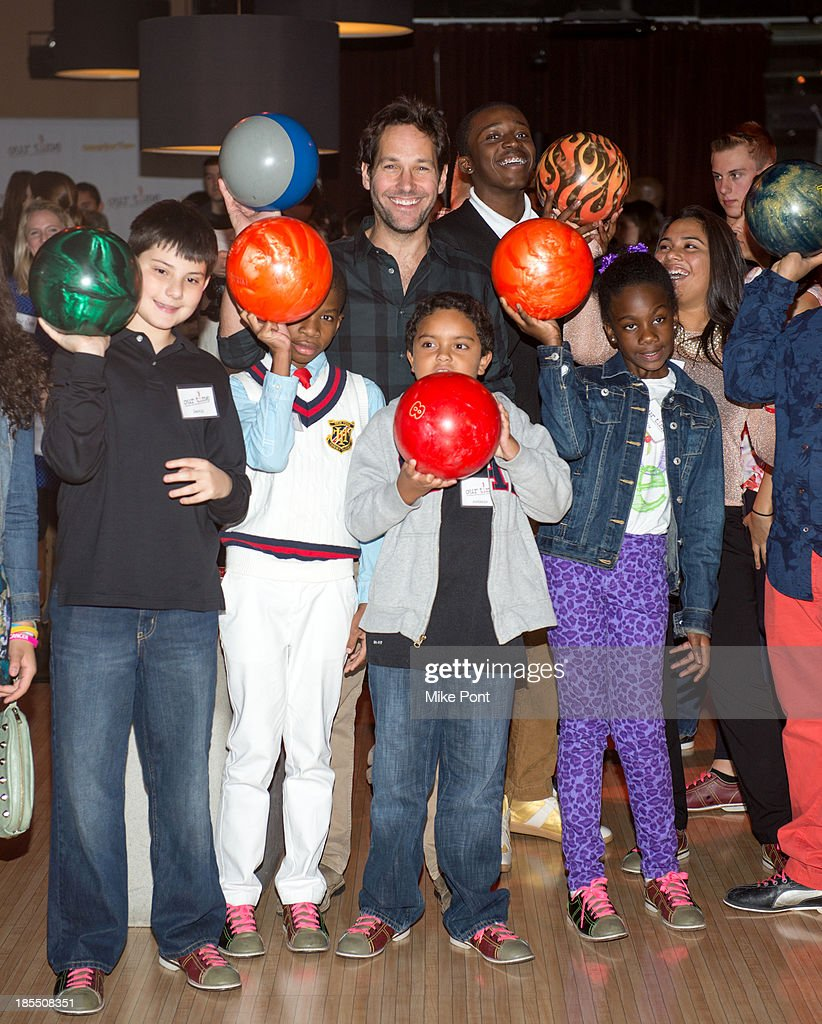 <a gi-track='captionPersonalityLinkClicked' href=/galleries/search?phrase=Paul+Rudd&family=editorial&specificpeople=209014 ng-click='$event.stopPropagation()'>Paul Rudd</a> (C) Bowls with kids at the <a gi-track='captionPersonalityLinkClicked' href=/galleries/search?phrase=Paul+Rudd&family=editorial&specificpeople=209014 ng-click='$event.stopPropagation()'>Paul Rudd</a> 2nd Annual All-Star Bowling Benefit at Lucky Strike on October 21, 2013 in New York City.