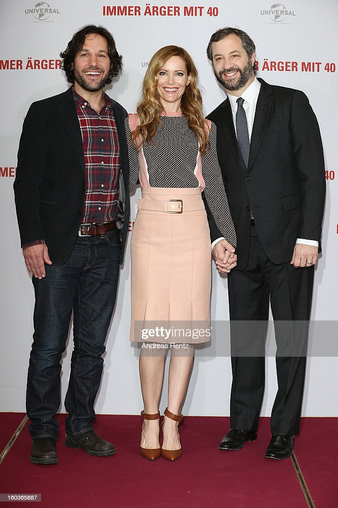 <a gi-track='captionPersonalityLinkClicked' href=/galleries/search?phrase=Paul+Rudd&family=editorial&specificpeople=209014 ng-click='$event.stopPropagation()'>Paul Rudd</a>, <a gi-track='captionPersonalityLinkClicked' href=/galleries/search?phrase=Leslie+Mann&family=editorial&specificpeople=595973 ng-click='$event.stopPropagation()'>Leslie Mann</a> and director <a gi-track='captionPersonalityLinkClicked' href=/galleries/search?phrase=Judd+Apatow&family=editorial&specificpeople=854225 ng-click='$event.stopPropagation()'>Judd Apatow</a> attend the photocall 'Immer Aerger mit 40' (This Is 40) at Adlon Hotel on January 30, 2013 in Berlin, Germany.