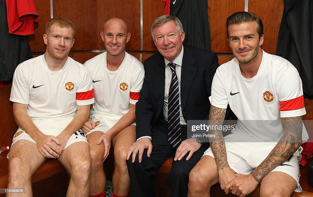 <a gi-track='captionPersonalityLinkClicked' href=/galleries/search?phrase=Paul+Scholes&family=editorial&specificpeople=171770 ng-click='$event.stopPropagation()'>Paul Scholes</a>, <a gi-track='captionPersonalityLinkClicked' href=/galleries/search?phrase=Nicky+Butt&family=editorial&specificpeople=201917 ng-click='$event.stopPropagation()'>Nicky Butt</a>, Sir <a gi-track='captionPersonalityLinkClicked' href=/galleries/search?phrase=Alex+Ferguson&family=editorial&specificpeople=203067 ng-click='$event.stopPropagation()'>Alex Ferguson</a> and <a gi-track='captionPersonalityLinkClicked' href=/galleries/search?phrase=David+Beckham&family=editorial&specificpeople=158480 ng-click='$event.stopPropagation()'>David Beckham</a> of Manchester United pose in the dressing room ahead of Gary Neville's testimonial match between Manchester United and Juventus at Old Trafford on May 24, 2011 in Manchester, England.