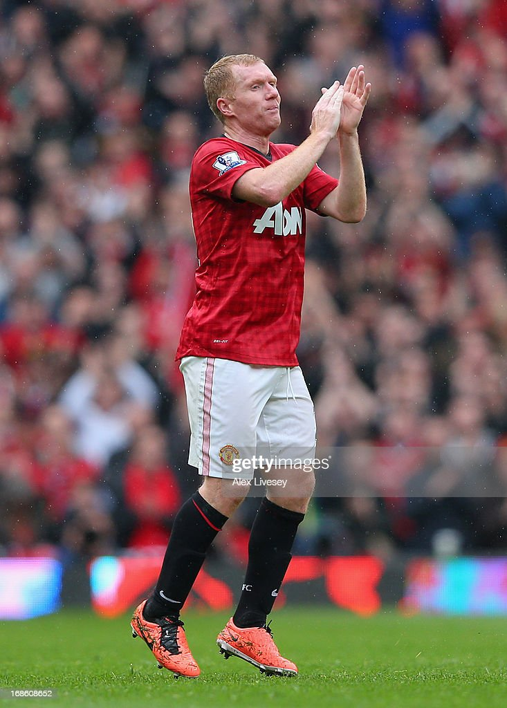 <a gi-track='captionPersonalityLinkClicked' href=/galleries/search?phrase=Paul+Scholes&family=editorial&specificpeople=171770 ng-click='$event.stopPropagation()'>Paul Scholes</a> of Manchester United acknowledges the crowd as he is substituted in his final game for the club during the Barclays Premier League match between Manchester United and Swansea City at Old Trafford on May 12, 2013 in Manchester, England.