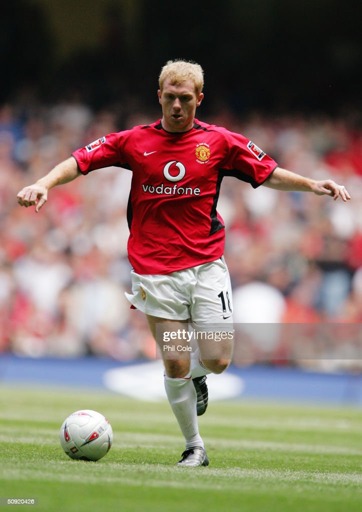 Paul Scholes of Manchester United runs with the ball during the 123rd FA Cup Final between Manchester United and Millwall at The Millennium Stadium on May 22, 2004 in Cardiff, Wales.