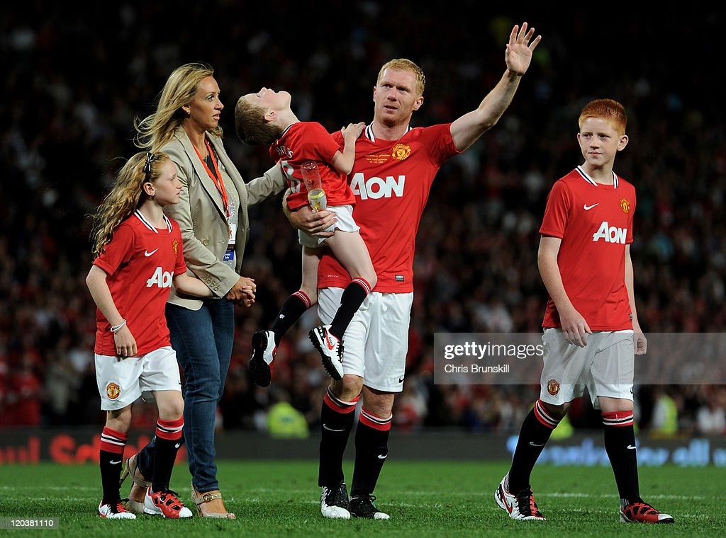 Manchester United v New York Cosmos - Paul Scholes' Testimonial Match