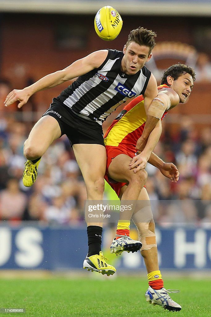Paul Seedsman of the Magpies and <a gi-track='captionPersonalityLinkClicked' href=/galleries/search?phrase=Jarrod+Harbrow&family=editorial&specificpeople=779160 ng-click='$event.stopPropagation()'>Jarrod Harbrow</a> of the Suns compete for the ball during the round 17 AFL match between the Gold Coast Suns and the Collingwood Magpies at Metricon Stadium on July 20, 2013 in Gold Coast, Australia.