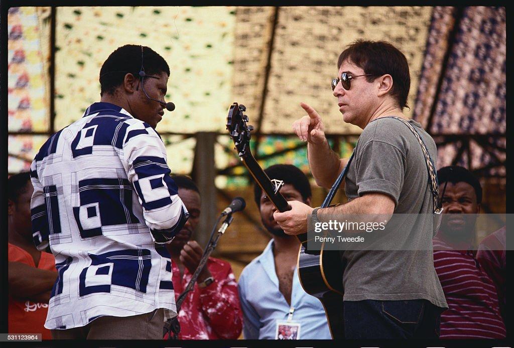 Paul Simon Speaking with Musician : Stock Photo
