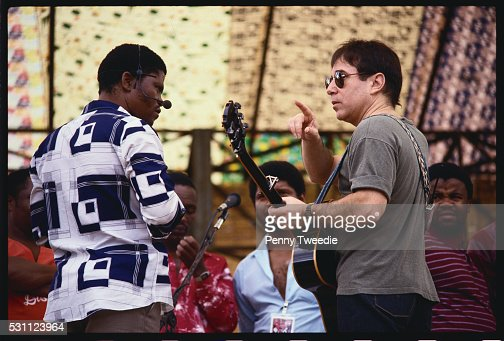 Paul Simon Speaking with Musician : Stock Photo