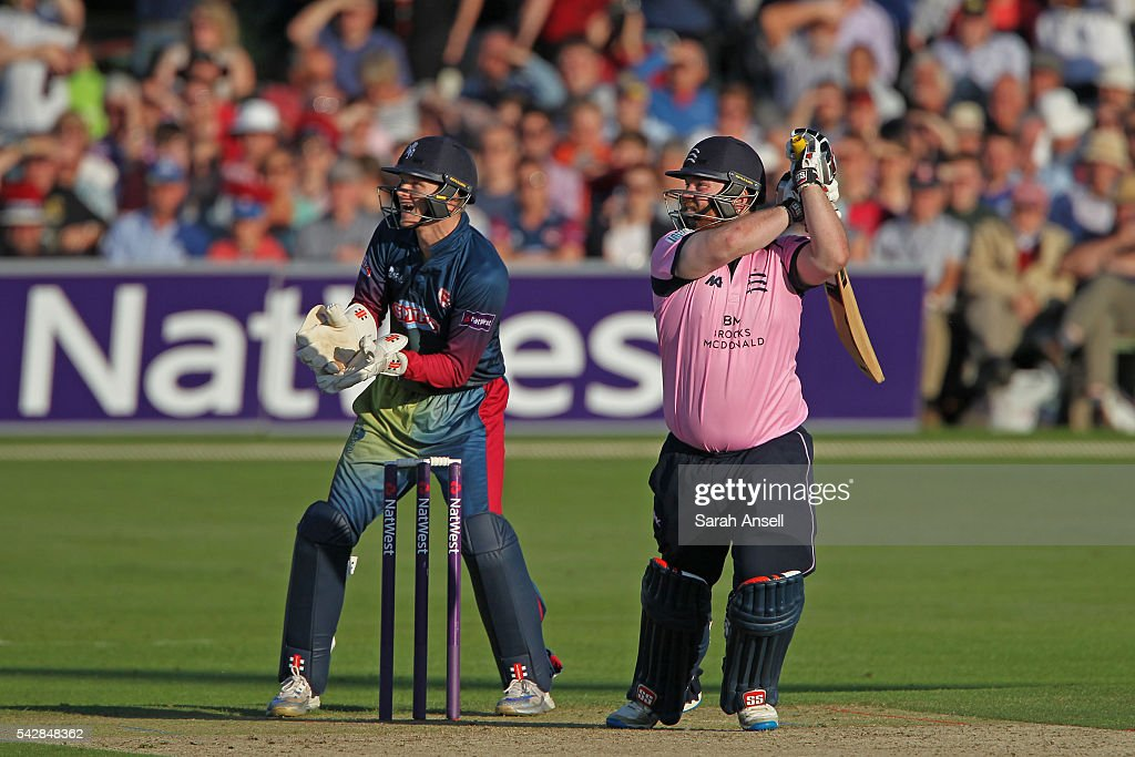 <a gi-track='captionPersonalityLinkClicked' href=/galleries/search?phrase=Paul+Stirling&family=editorial&specificpeople=4880406 ng-click='$event.stopPropagation()'>Paul Stirling</a> of Middlesex hits out as Kent wicket keeper <a gi-track='captionPersonalityLinkClicked' href=/galleries/search?phrase=Sam+Billings&family=editorial&specificpeople=7625253 ng-click='$event.stopPropagation()'>Sam Billings</a> looks on during the Natwest T20 Blast match between Kent and Middlesex at The Spitfire Ground on June 24, 2016 in Canterbury, England.