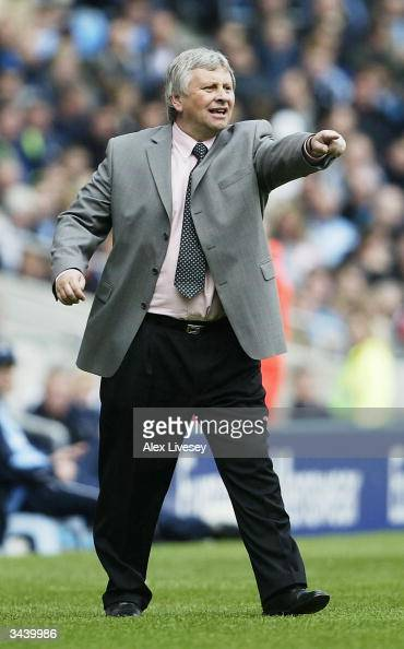 Paul Sturrock the manager of Southampton shouts orders during the FA Barclaycard Premiership match between Manchester City and Southampton at The...