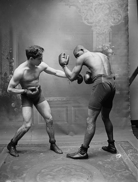 fotoalbum how to throw a punch vintage style getty images. Black Bedroom Furniture Sets. Home Design Ideas