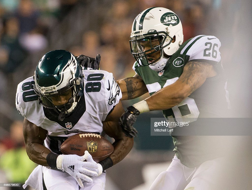 Paul Turner #80 of the Philadelphia Eagles makes a catch against Darryl Morris #26 of the New York Jets in the third quarter at Lincoln Financial Field on September 1, 2016 in Philadelphia, Pennsylvania. The Eagles defeated the Jets 14-6.