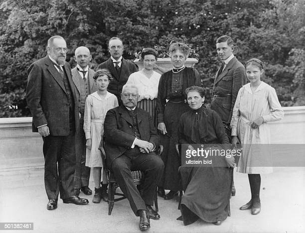 Paul von Hindenburg German field marshal and president during a visit to Count Dönhoff at Friedrichstein castle Back row from left Count Dönhoff...