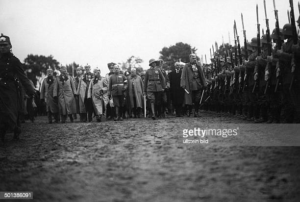 Paul von Hindenburg German field marshal and statesman 2nd President of Gemany 192534 Hindenburg visiting Hohenstein / East Prussia inspecting the...