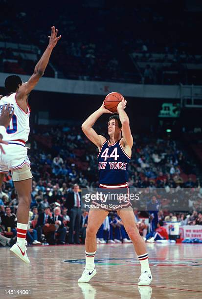 Paul Westphal of the New York Knicks looks to make a pass over Maurice Cheeks of the Philadelphia 76ers during an NBA basketball game circa 1982 at...