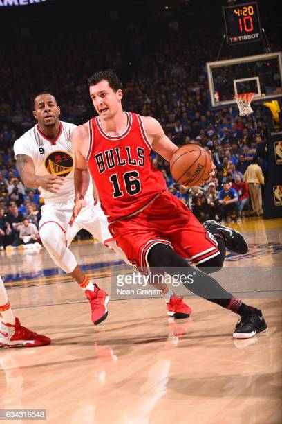 Paul Zipser of the Chicago Bulls goes to the basket against the Golden State Warriors on February 8 2017 at ORACLE Arena in Oakland California NOTE...
