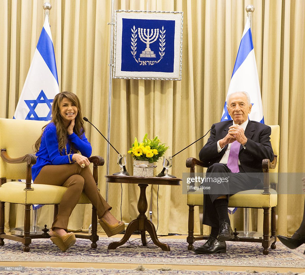 Paula Abdul visits with the President of Israel Shimon Peres at his estate on October 29, 2013 in Jerusalem, Israel.