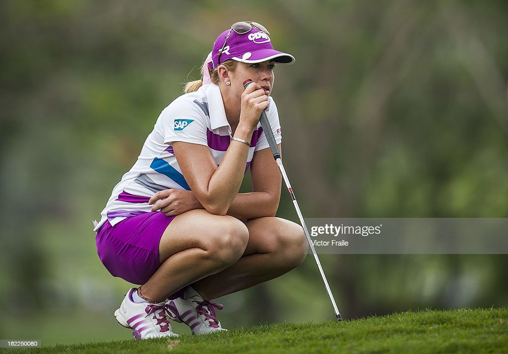 <a gi-track='captionPersonalityLinkClicked' href=/galleries/search?phrase=Paula+Creamer&family=editorial&specificpeople=209411 ng-click='$event.stopPropagation()'>Paula Creamer</a> of USA lines up a putt on the 1st hole during day one of the 2013 Honda LPGA Thailand at Siam Country Club on February 21, 2013 in Chon Buri, Thailand.