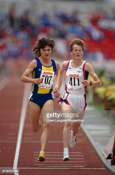 Paula Ivan of Romania the eventual winner and Yvonne Murray of Great Britain running in the women's 3000 metres race during the European Cup of...