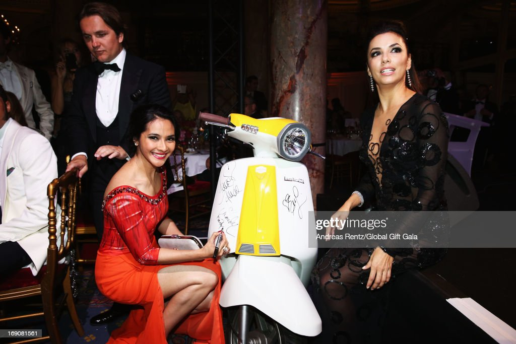 <a gi-track='captionPersonalityLinkClicked' href=/galleries/search?phrase=Paula+Patton&family=editorial&specificpeople=752812 ng-click='$event.stopPropagation()'>Paula Patton</a> and <a gi-track='captionPersonalityLinkClicked' href=/galleries/search?phrase=Eva+Longoria&family=editorial&specificpeople=202082 ng-click='$event.stopPropagation()'>Eva Longoria</a> attend the 'Global Gift Gala' 2013 dinner and auction presented by <a gi-track='captionPersonalityLinkClicked' href=/galleries/search?phrase=Eva+Longoria&family=editorial&specificpeople=202082 ng-click='$event.stopPropagation()'>Eva Longoria</a> at Carlton Hotel on May 19, 2013 in Cannes, France.