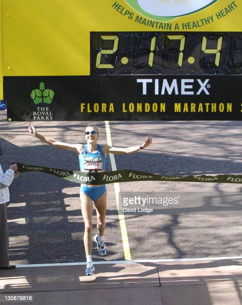 Paula Radcliffe during 2005 Flora London Marathon at The Mall in London Great Britain