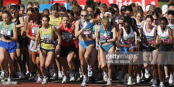 Paula Radcliffe of Britain takes the start of the annual London Marathon 17 April 2005 Radcliffe won the race AFP PHOTO/CARL DE SOUZA