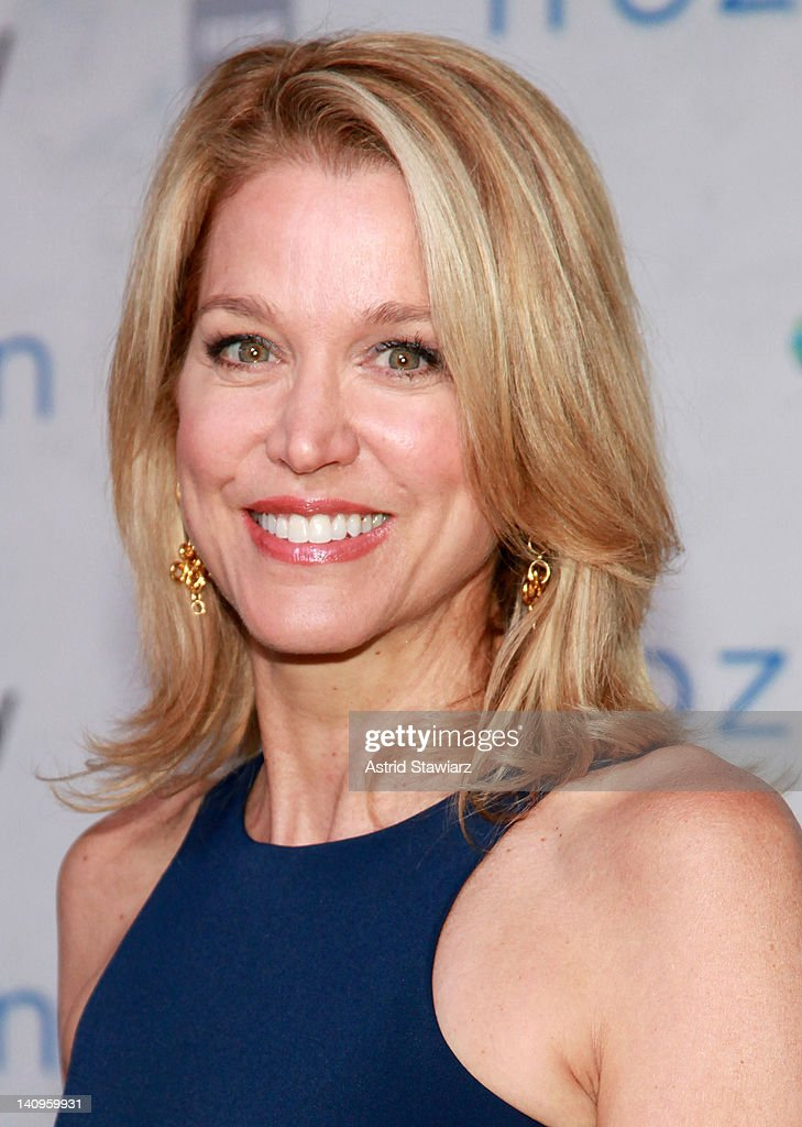 <a gi-track='captionPersonalityLinkClicked' href=/galleries/search?phrase=Paula+Zahn&family=editorial&specificpeople=206450 ng-click='$event.stopPropagation()'>Paula Zahn</a> attends the 'Frozen Planet' premiere at Alice Tully Hall, Lincoln Center on March 8, 2012 in New York City.