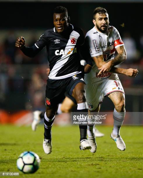 Paulao of Vasco and Lucas Pratto of Sao Paulo in action during the match between Sao Paulo and Vasco for the Brasileirao Series A 2017 at Morumbi...