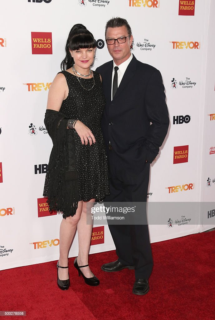 <a gi-track='captionPersonalityLinkClicked' href=/galleries/search?phrase=Pauley+Perrette&family=editorial&specificpeople=625846 ng-click='$event.stopPropagation()'>Pauley Perrette</a> (L) and Thomas Arklie attend TrevorLIVE LA at Hollywood Palladium on December 6, 2015 in Los Angeles, California.