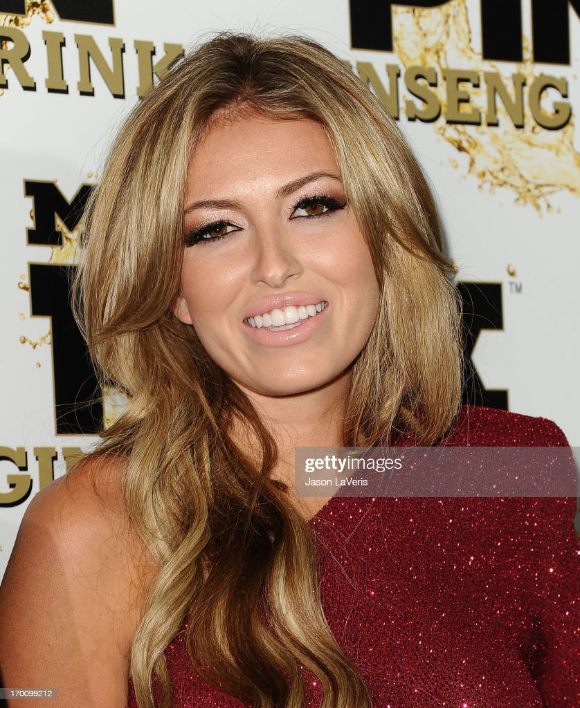 <a gi-track='captionPersonalityLinkClicked' href=/galleries/search?phrase=Paulina+Gretzky&family=editorial&specificpeople=2646375 ng-click='$event.stopPropagation()'>Paulina Gretzky</a> attends the Mr. Pink Ginseng Drink launch party at Regent Beverly Wilshire Hotel on October 11, 2012 in Beverly Hills, California.