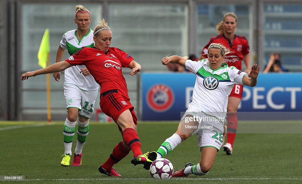 Pauline Bremer of Olympique Lyonnais competes for the ball with Lena Goessling of VfL Wolfsburgduring the UEFA Women's Champions League Final VfL Wolfsburg and Olympique Lyonnais between at Mapei Stadium - Citta' del Tricolor on May 26, 2016 in Reggio nell'Emilia, Italy.