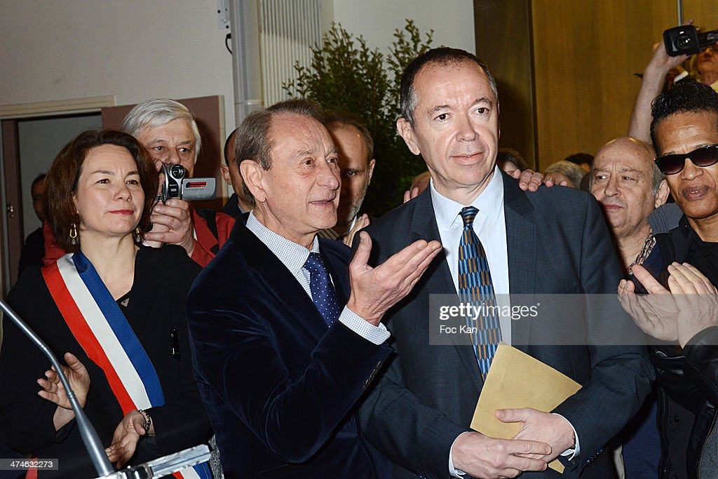 PaulineÊVeron, Bertrand Delanoe, Henri Leproux, Michel Jonasz and Vigon attend the Unveiling of The Plaque 'Golf Drouot' at the Mairie du 9 eme on February 24, 2014 in Paris, France.