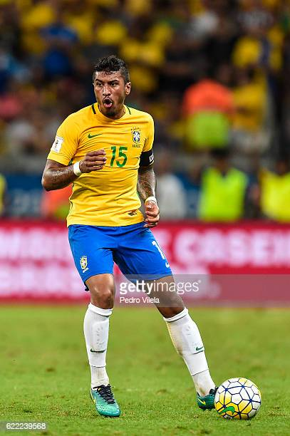 Paulinho of Brazil controls the ball during a match between Brazil and Argentina as part 2018 FIFA World Cup Russia Qualifier at Mineirao stadium on...