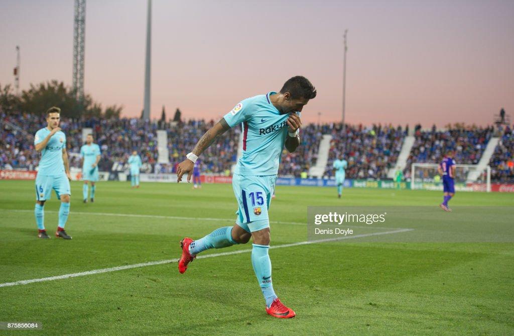 Paulinho of FC Barcelona celebrates after scoring his teamÕs 3rd goal during the La Liga match between Leganes and Barcelona at Estadio Municipal de Butarque on November 18, 2017 in Leganes, Spain.