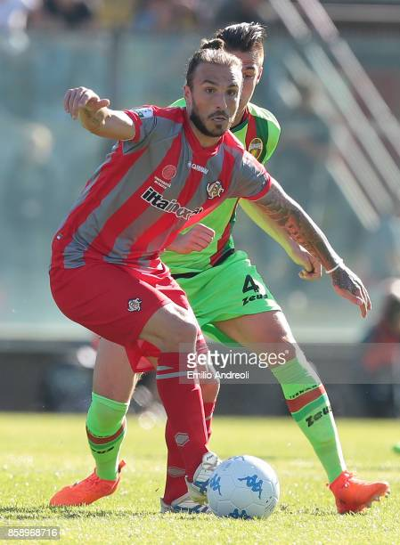 Paulinho of US Cremonese competes for the ball with Martin Valjent of Ternana Calcio during the Serie B match between US Cremonese and Ternana Calcio...