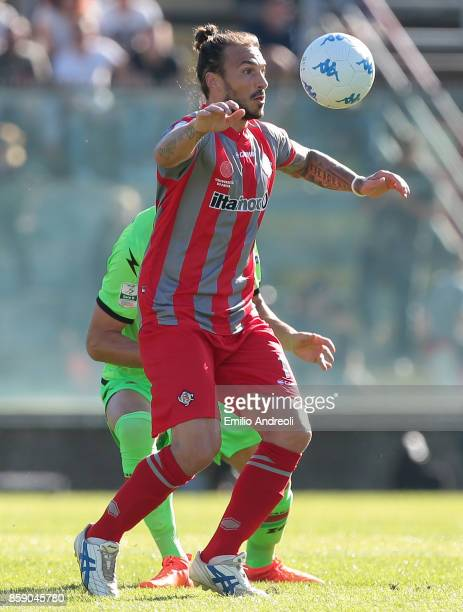 Paulinho of US Cremonese looks the ball during the Serie B match between US Cremonese and Ternana Calcio at Stadio Giovanni Zini on October 8 2017 in...