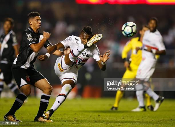 Paulinho of Vasco and Robert Arboleda of Sao Paulo in action during the match between Sao Paulo and Vasco for the Brasileirao Series A 2017 at...