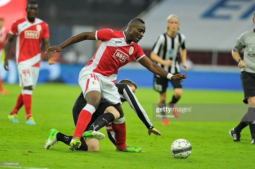 Paul-Jose M'Poku #40 of Standard de Liege moves the ball during a Europa League match against KR Reykjavik on July 25 , 2013 in Liege, Belgium.