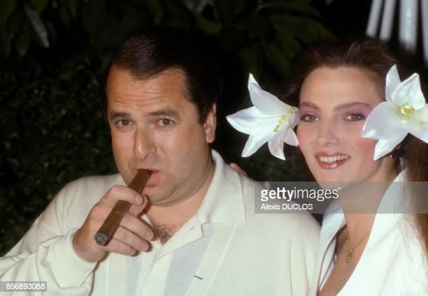 PaulLoup Sulitzer et sa femme Alejandra di Andia lors du mariage d'Eddie Barclay le 5 juin 1988 a Paris France