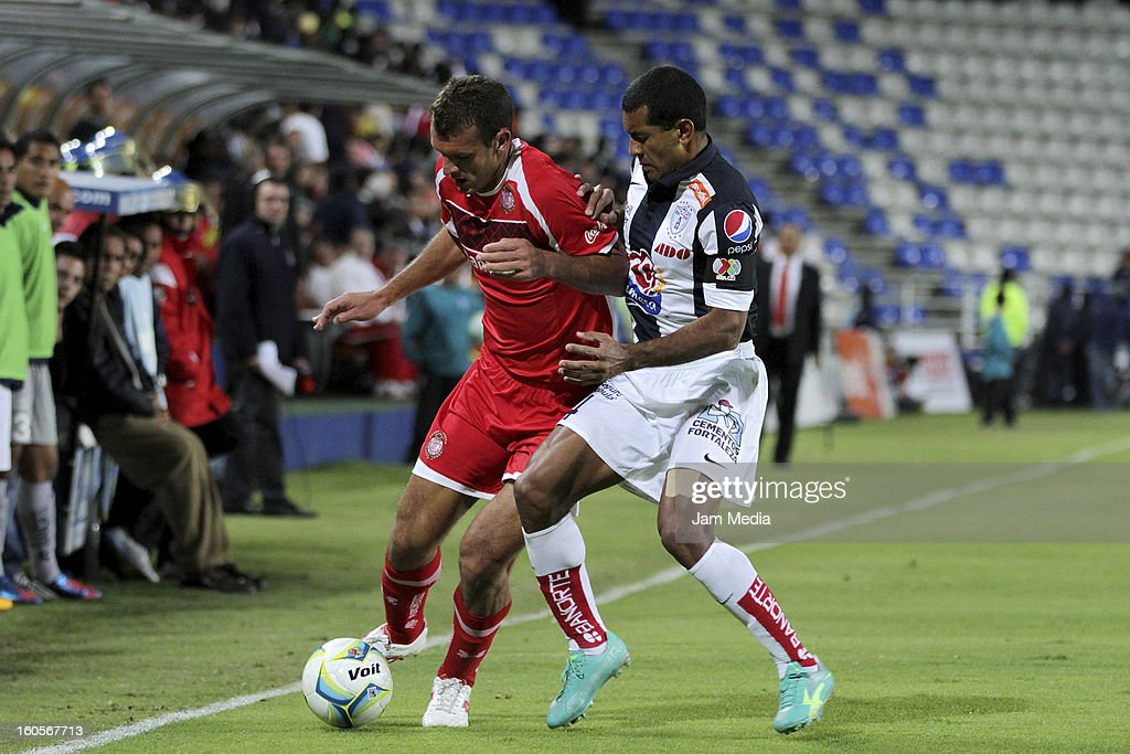 Paulo Da Silva (R) of Pachuca struggles for the ball with Diego Novaretti (L) of Toluca during the Clausura 2013 Liga MX at Hidalgo Stadium on february 2, 2013 in Pachuca, Mexico.
