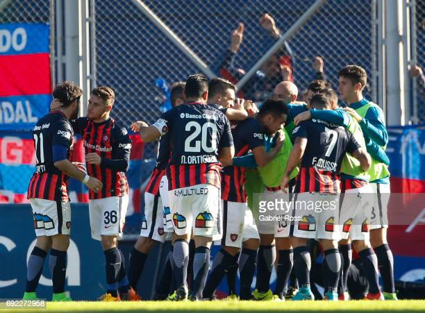 Paulo Diaz of San Lorenzo celebrates with teammates Nestor Ortigoza Franco Mussis and Bautista Merlini after scoring the second goal of his team...