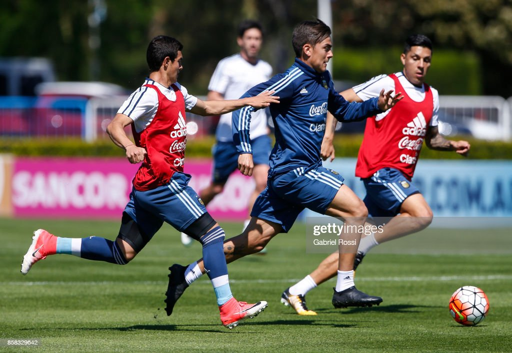 Paulo Dybala of Argentina drives the ball during a training session at Argentine Football Association (AFA) 'Julio Humberto Grondona' training camp on October 06, 2017 in Ezeiza, Argentina.