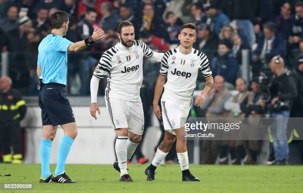 Paulo Dybala of Juventus celebrates his goal with Gonzalo Higuain during the UEFA Champions League Round of 16 second leg match between Juventus...