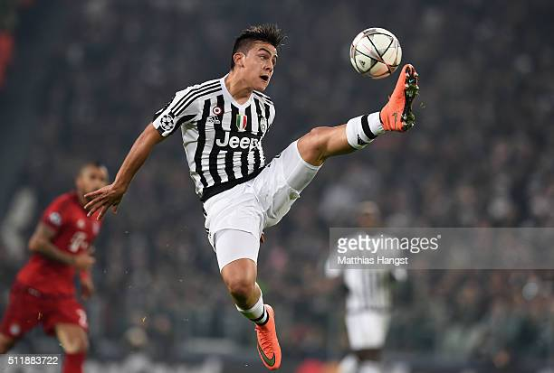 Paulo Dybala of Juventus controls the ball during the UEFA Champions League round of 16 first leg match between Juventus and FC Bayern Muenchen at...