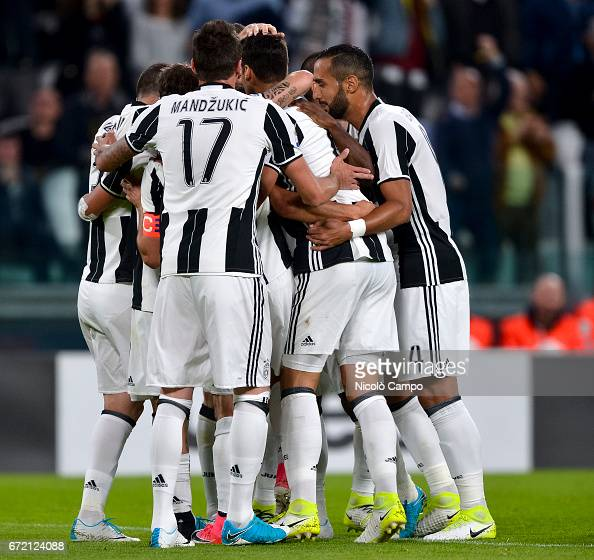 Paulo Dybala of Juventus FC celebrates with his teammates... : News Photo