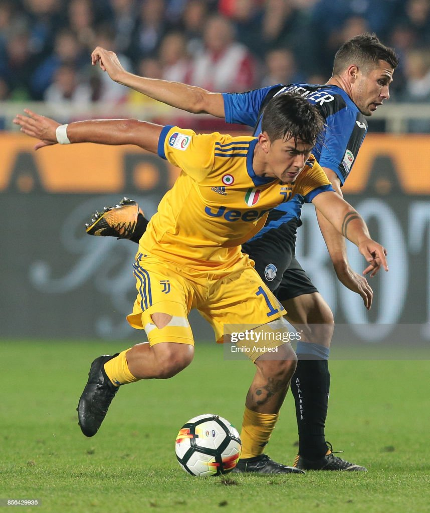 Paulo Dybala (front) of Juventus FC is challenged by Remo Freuler of Atalanta BC during the Serie A match between Atalanta BC and Juventus at Stadio Atleti Azzurri d'Italia on October 1, 2017 in Bergamo, Italy.
