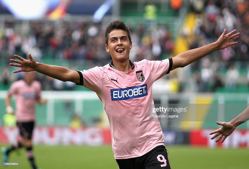 Paulo Dybala of Palermo celebrates after scoring his team's second goal during the Serie A match between US Citta di Palermo and UC Sampdoria at...