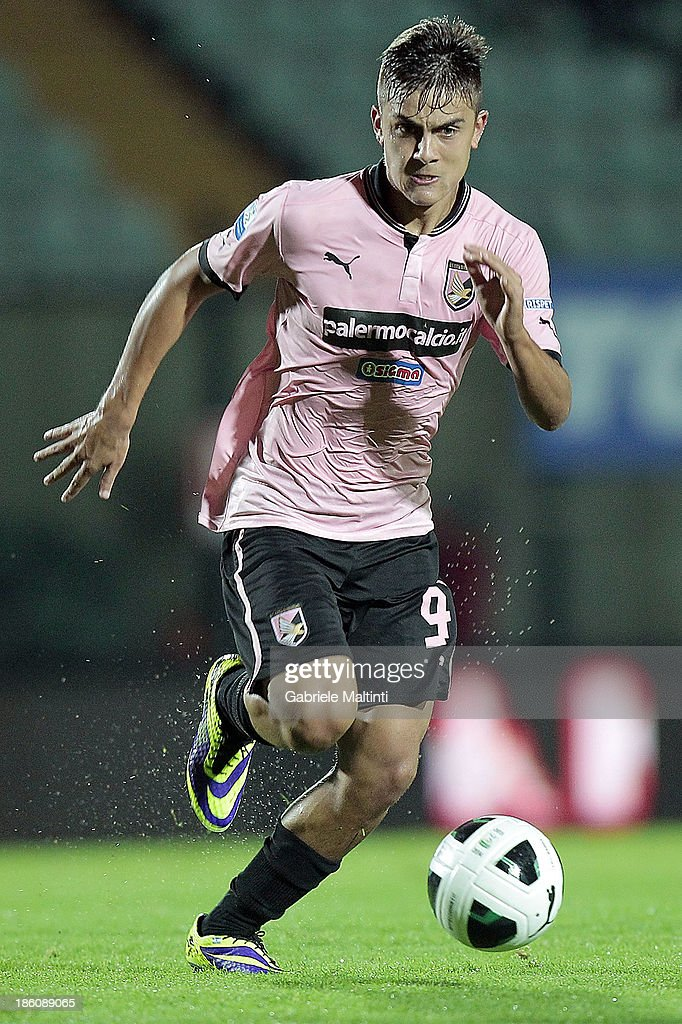 Paulo Dybala of US Citta' di Palermo in action during the Serie B match between AC Siena and US Citta di Palermo at Artemio Franchi - Mps Arena on October 21, 2013 in Siena, Italy.