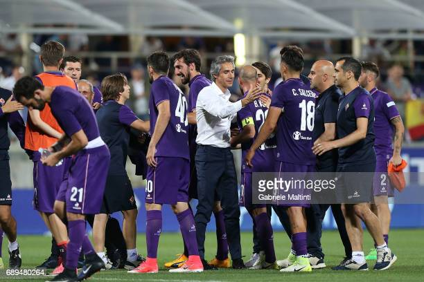 Paulo Sousa manager of ACF Fiorentina hails his players during the Serie A match between ACF Fiorentina and Pescara Calcio at Stadio Artemio Franchi...
