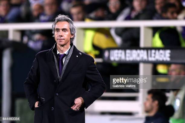 Paulo Sousa manager of ACF Fiorentina looks on during the UEFA Europa League Round of 32 second leg match between ACF Fiorentina and Borussia...